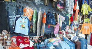 الحديدة : ارتفاع اسعار الملابس يفسد فرحة الأسر بالعيد