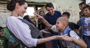 """شاهدوا أنجلينا جولي تقضي عيد الفطر في الموصل: """"هذا أسوأ دمار شاهدته في كل سنوات عملي"""""""