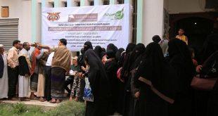 صنعاء : بتمويل الصندوق العربي للإنماء .. العون المباشر توزع أربعة آلاف سلة غذائية