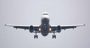 """""""انفجار غريب"""" في بطن مسافرة يجبر طائرة على الهبوط الاضطراري!"""