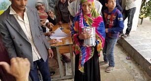 الحديدة : تدشين صرف المساعدات الغذائية بمديرية الجراحي والمستضعفين يناشدون الأغذية العالمية تزويد الكمية