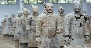 """العثور على مئات """"المحاربين والفنانين"""" في حفرة عمرها 2100 عام!"""