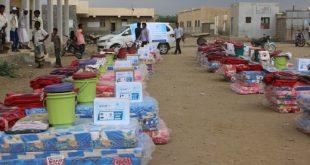 الحديدة : مؤسسة كل البنات توزع 230 حقيبة مأوى ومواد غذائية