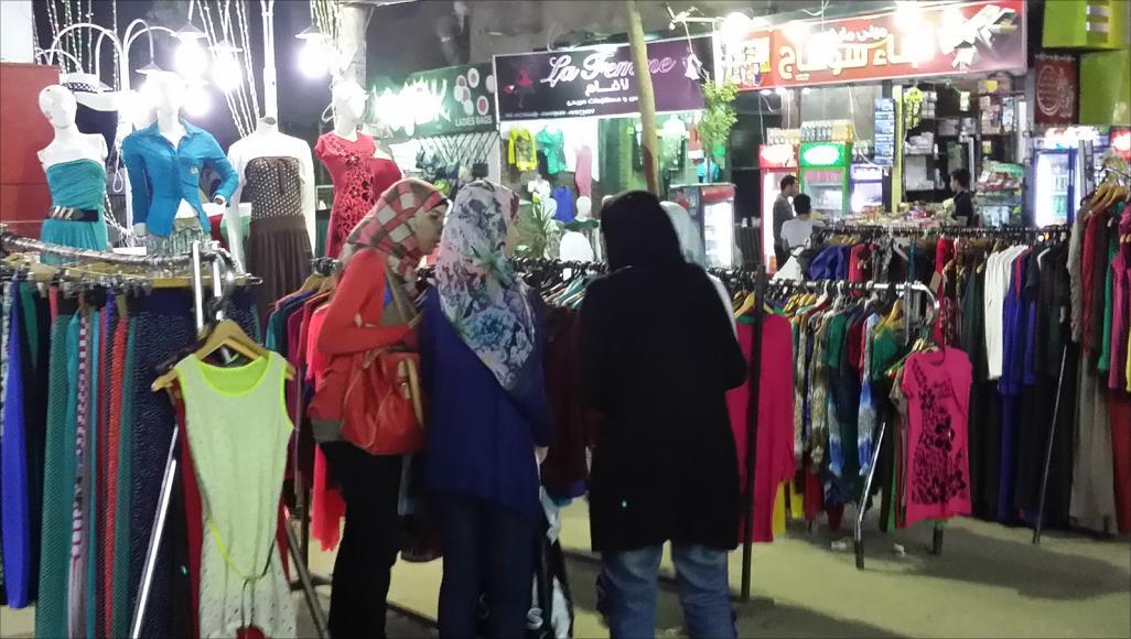 6037f438501b6 الحديدة  ارتفاع أسعار الملابس يفسد فرحة الاسر الفقيرة بالعيد - الحديدة نيوز