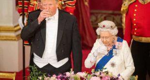 """موقف محرج للغاية .. شاهد مافعله """"ترامب"""" وأحرج  نفسه والملكة البريطانية حين لامس جسد الملكة بهذه الطريقة"""