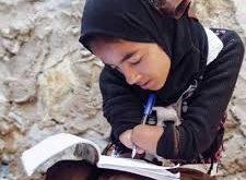 هديل اليمنية.. طفلة تحلم بإحتضان الدنيا بلا ذراعين !!