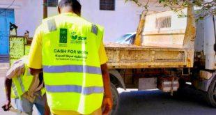 الحديدة : مؤسسة التنميه المستدامه وصندوق النظافه يواصلا حملة ازالة النفايات الصلبه