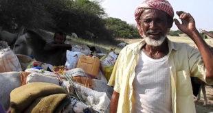 """الحديدة : الحاج عبدالله يروي ل """" الحديدة نيوز """" مرارة النزوح ومعاناة البحث عن لقمة عيش"""