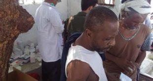 فريق طبي بمستشفى السلخاتة للأمومة والطفولة يزور نزلاء السجن المركزي بمدينة الحديدة