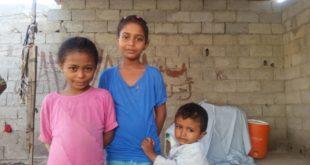 """""""مرارة العيش في ظل التعليم تصبح لذة"""" قصة كفاح أم لتعليم طفلتيها"""