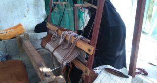 صناعة المعاوز…. مهنة تقتات منها النساء في الحديدة