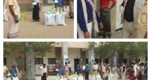 توزيع مساعدات غذائية لأكثرمن 20ألف أسره في الحديدة وسط إجراءات وقائية