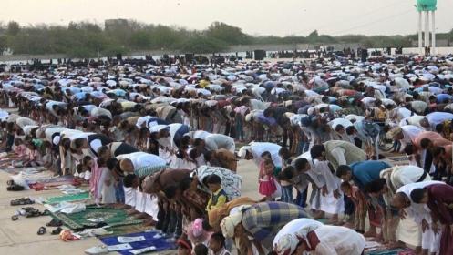 صلاة العيد في الحديدة (ارشيف)